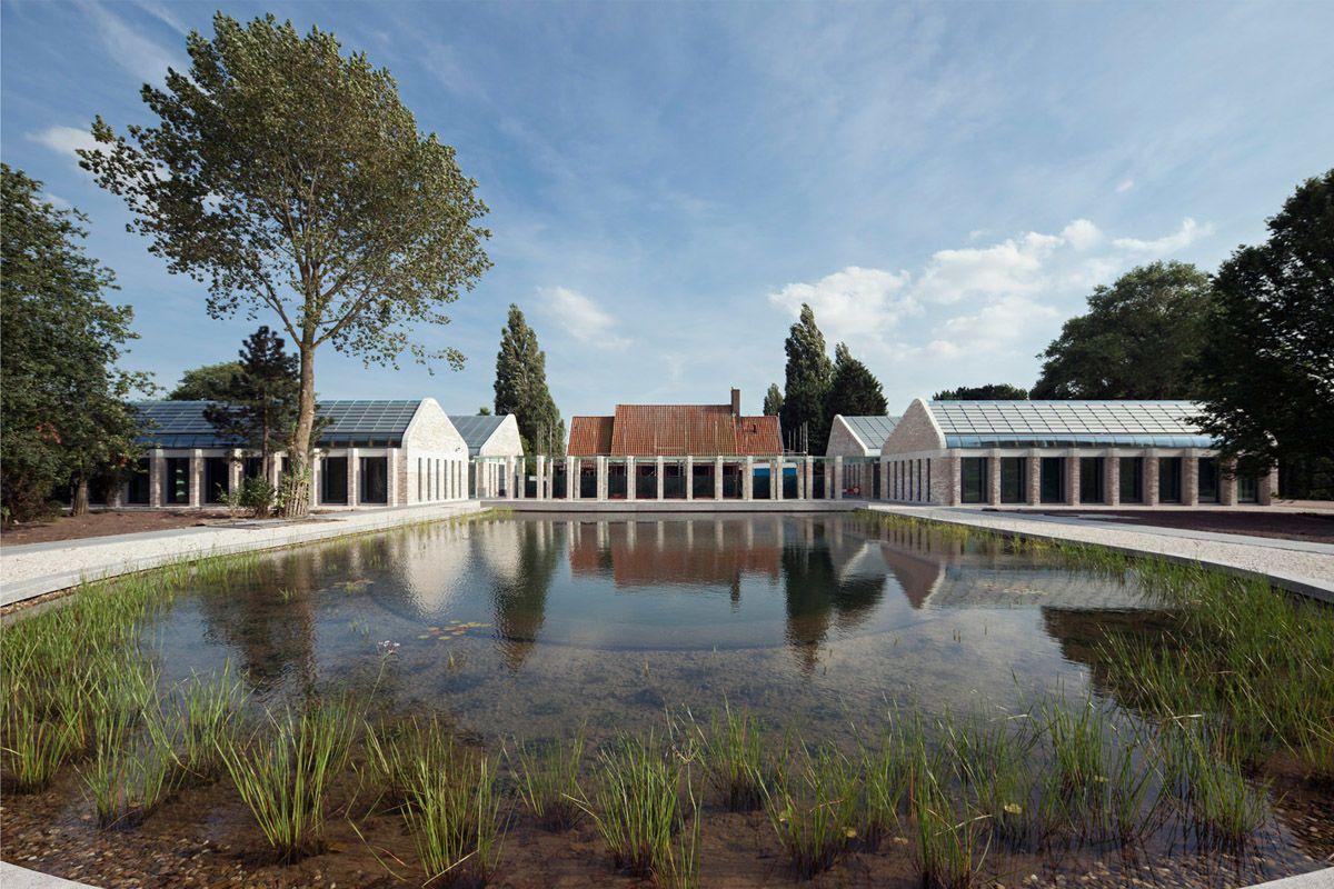 de buitenkant van Crematorium De Nieuwe Noorder te Amsterdam