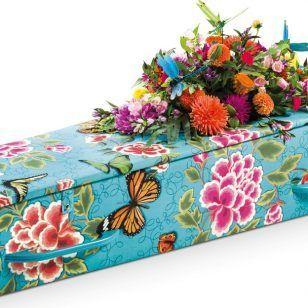 Een bijzondere kist, een gestoffeerde kist met bloemen van Zavadi