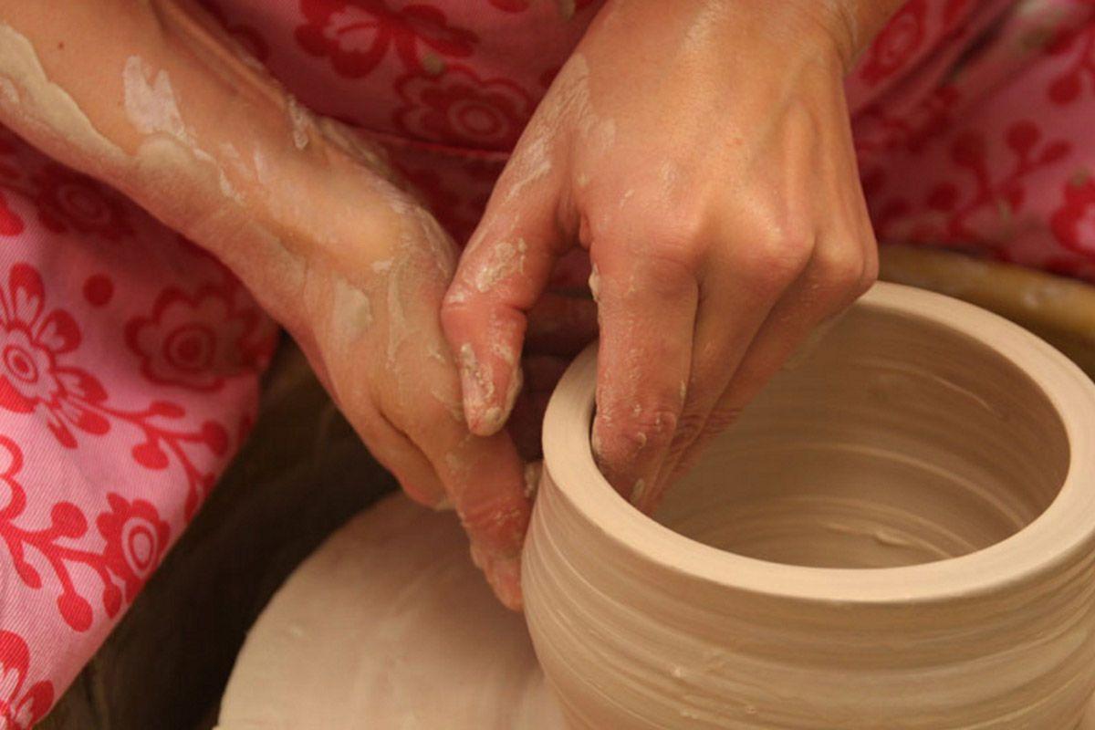 handgemaakte urnen van juffrouw grafsteen